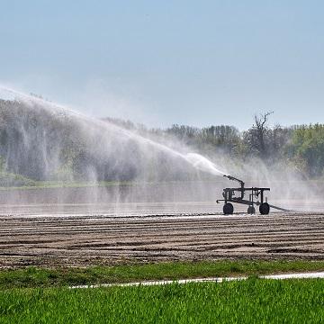 Sistema de irrigação autopropelido