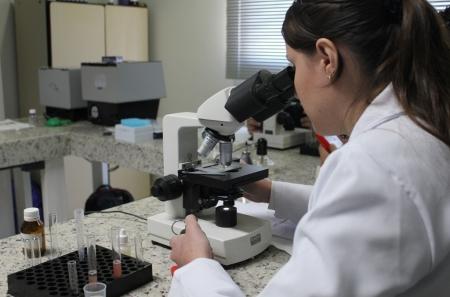 Curso de Realização e Interpretação de Exames Laboratoriais: Parasitológicos de Pele e Fezes, Uroanálises e Citologias básicas